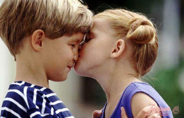 картинки целуются люди