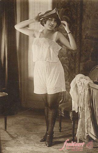 Женское платье с панталонами