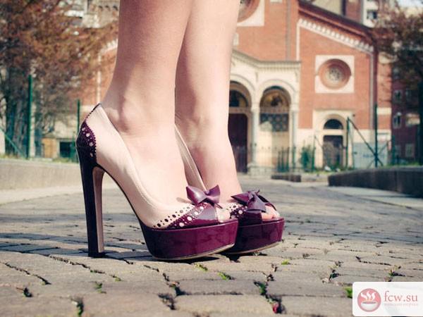 17a4e2fdf285fc6 Не за горами лето, а значит, самое время пересмотреть свой гардероб и  обязательно обновить летнюю обувь. Но для начала стоит вспомнить, что  именно носят в ...